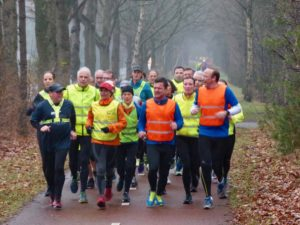 Jude running the heen-en-weer-loop in the 6 minute group from Spado in Bergen op Zoom. After half an hour at your group's pace you turn around and run back at the same pace. Every group does their own speed / distance and returns at exaclty the same time back where we all started. A fun way of training at a constant speed.