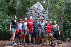 the team goes for a walk in Conondale NP - Chantel, Jo, Angie, Jonno, Jon, Todd, Charlie, Jude and Jenn (also Jo has flown up to be here this weekend!)
