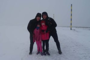 2 very super girls braving the wind, snow and cold together with their uncle and dad