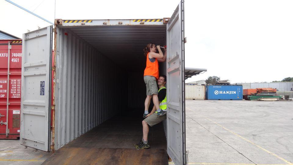 iets weggegooid in de container