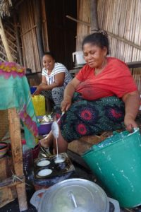 this lady is making delicious mofo gasy, rice flour cakes which are pretty much the same as vitambue in Tanzania
