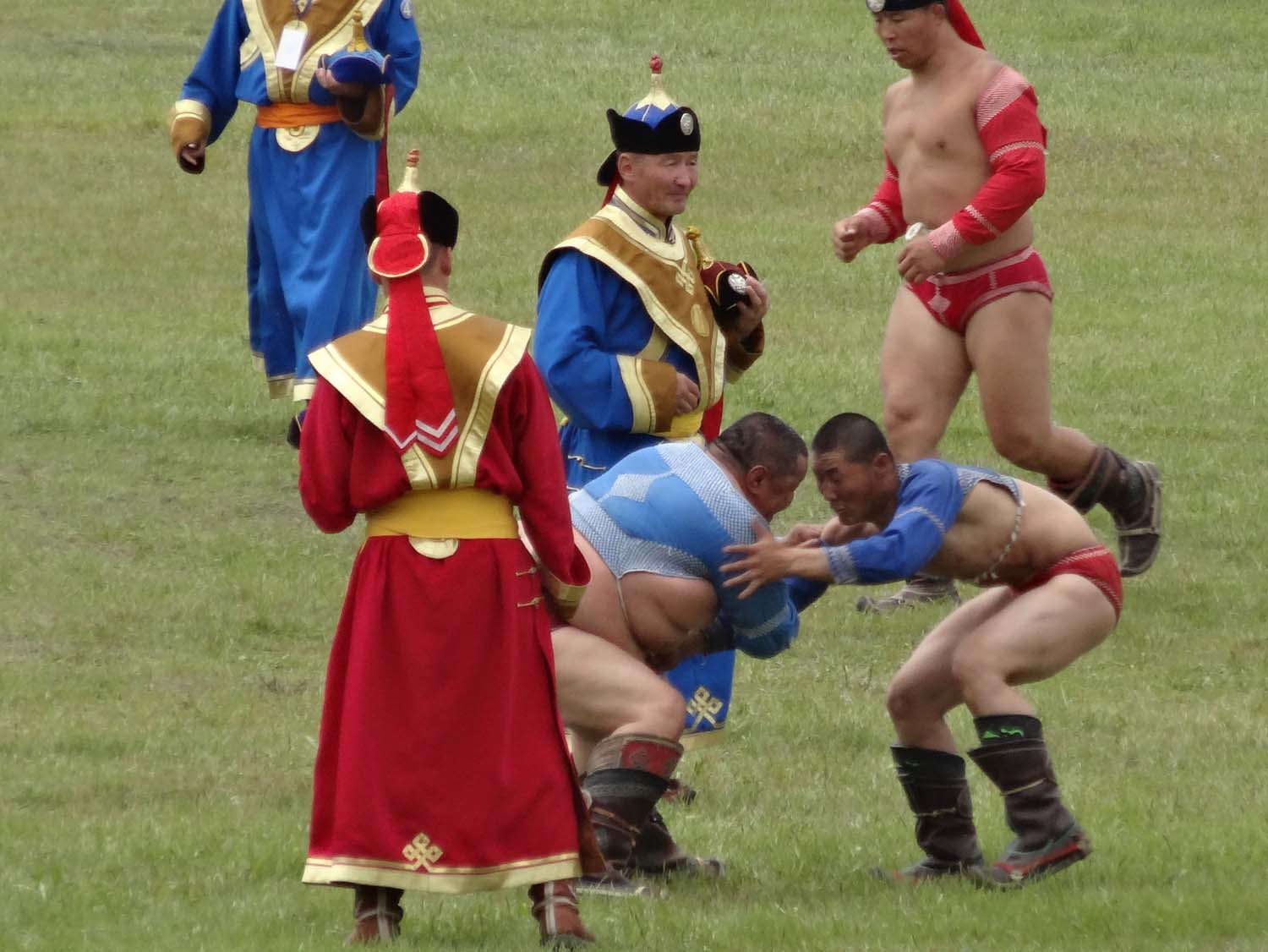 as there is no weight-class in Mongolian wrestling some of the earlier matches seem very unfair...