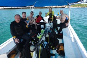 a celebratory drink after our last dive on the rescue diver course with our victim and instructor (Alan, Kevin, Ryan, Jon, Jude and Cor)