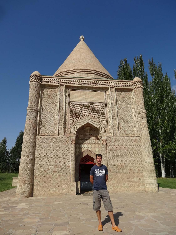 mausoleum of Aisha Bibi