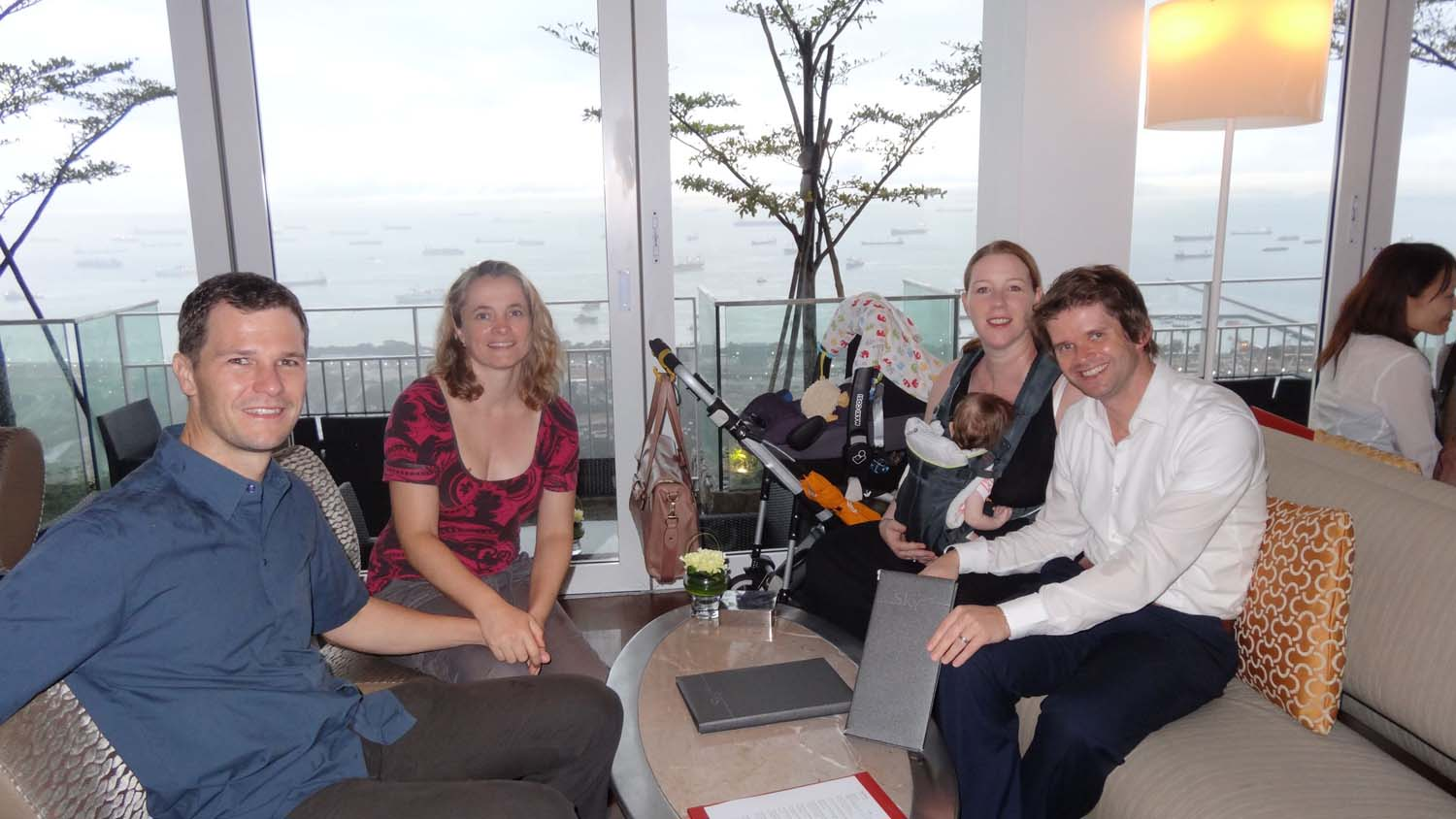 drinks at the Marina Bay Sands Hotel with Graham, Sharon & Kaida