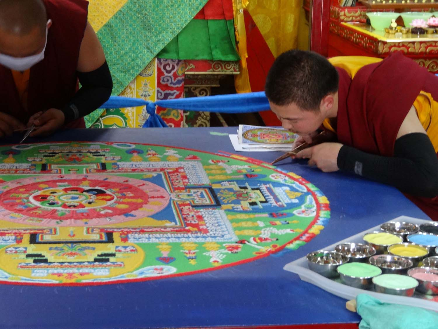 monks creating a beautiful sand painting (monnikenwerk!)